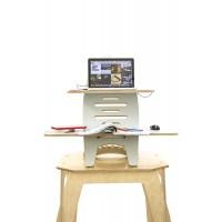 Nomada arbejdsbord med komputer